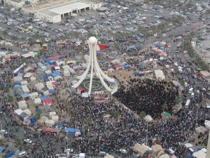 1280px-Thousands_of_protesters_gathering_in_Pearl_roundabout_2_days_before_crackdown