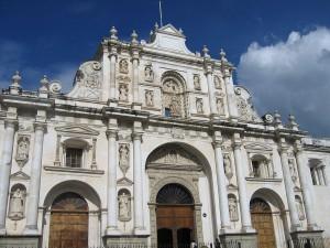 Katedrála v jednom z nejstarších měst Střední Ameriky Antique. Autorem snímku je Raymond Ostertag.