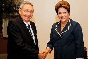 Raúl Castro s brazilskou prezidentkou Dilma Rousseff.