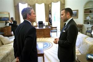 Současná hlava Maroka král Mohammed VI s bývalým americkým prezidentem George Bushem mladším.