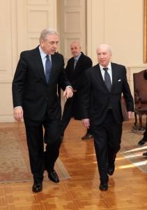 Řecký ministr zahraničních věcí Dimitris Avramopoulos spolu se zástupcem OSN diplomatem Matthew Nimetz